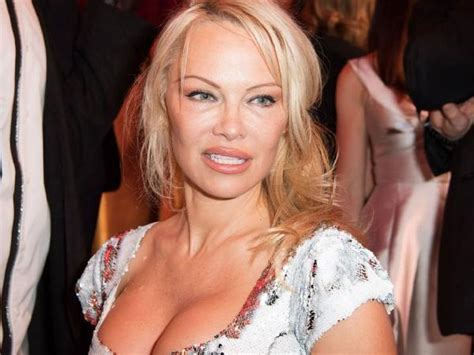 Pamela Anderson biography, age, weight, height, movies