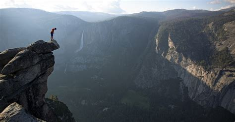 Alone with no safety equipment, Alex Honnold defies gravity